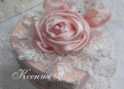 Ксения 68 - Нежная шкатулка в форме сердца, украшенная атласной розой и кружевами.МК