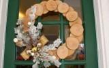 Ксения 68 - Новогодний венок из кружков дерева. МК