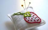 Ксения 68 - Игольница с вышивкой в виде клубники