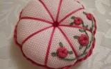 Ксения 68 - Вышиваем игольницу оригинальными розочками. Фото МК