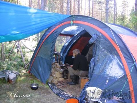 Два года мы снимали домики, а потом решили купить себе большую палатку и отдыхать там где понравится место