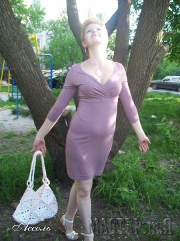 Платье сшито из вискозного трикотажа по Бурде.