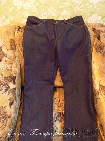 Впервые шила что-то глобальное - в моем случае, это джинсы. :)) Ткань - плотный немецкий джинс, 100% хлопок, не стрейч.. Наверно, в таких ковбои в прериях мустангов укрощали.:)) Ну, и все остальное - их же классика.