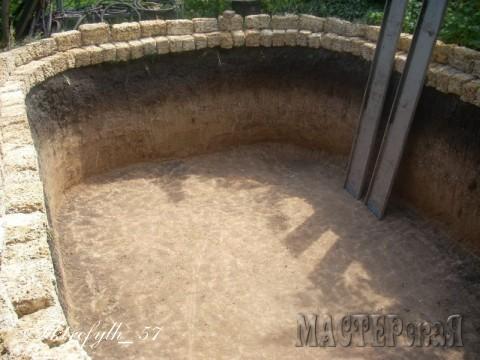Приобрели камень для бортов выше уровня земли.