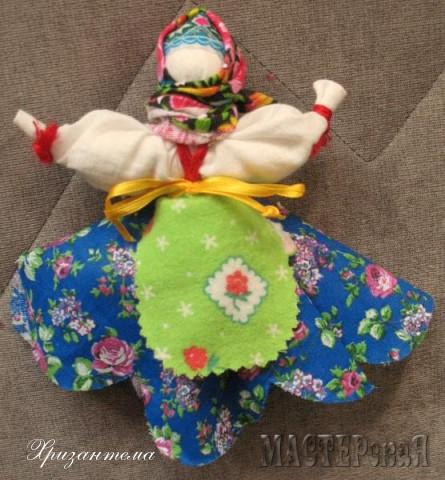 Куколки-Софьюшки.Делаются на основе льняного мешочка,который наполняю травами-душицей,мятой,мелиссой,чабрецом.