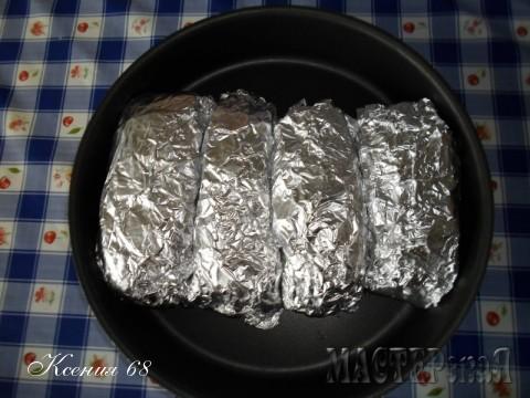 Затем обернуть фольгой и поставить в духовку минут на 40-45 при 180 градусах.