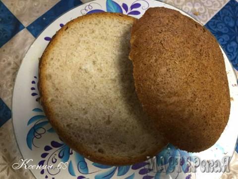 Сырный хлеб с колбасой, беконом и овощами