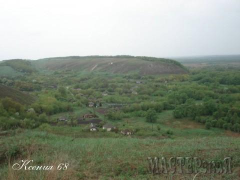 К слову сказать, все это - дно древнего моря. Здесь было море аж три раза за все время существования Земли. И теперь вся Воронежская область - это сплошные меловые горы.