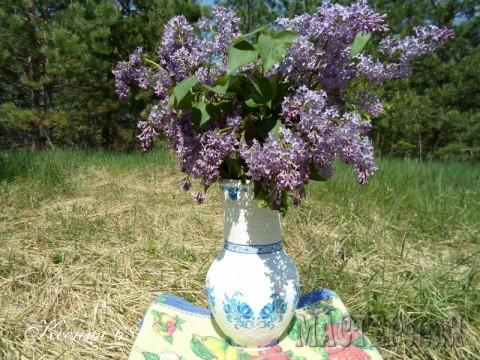 А началось всё с того, что друзья подарили мне глиняный горшочек, сделанный вручную очень и очень давно. Вид у него был не особо красивый. Вот и захотелось его преобразить:))))