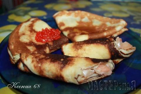 Можно есть с медом, икрой, соленой семгой. Как вам нравится......Приятного аппетита!