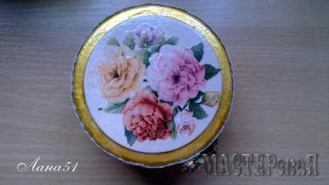 Шкатулка, сделана из баночки от крема.