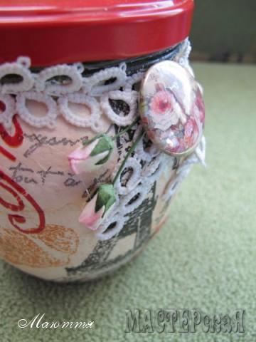 для украшения - кружево-фри, скрап-фишка с розой и два бутончика роз