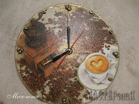 декупаж, вместо цифр - зерна кофе