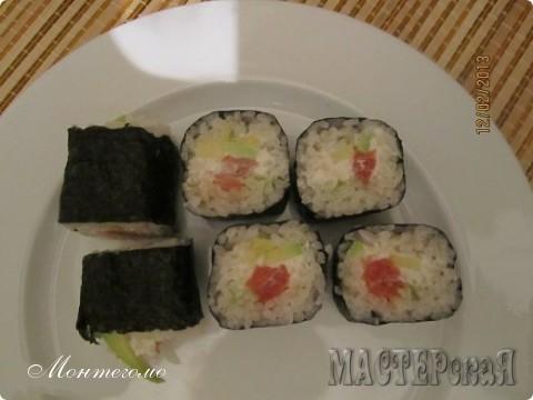 """Доброго времени суток всем!Выложив отчет о моих самых первых роллах, я знала много интересного, например, что они у меня никакие не роллы, а вовсе даже улитки или рулоны ))))) Название """"рулоны"""" меня особо умиляет )))))Поэтому, выслушав советы Мастериц и изучив интернет, конкретно http://sushi-master.ru/recipes97.htm вот этот сайт, решила исправляться.Я понимаю, что особого смысла выкладывать этот отчет нету, но очень хочется реабилитироваться в глазах Мастериц, что я не совсем криворучка и могу накрутить..."""
