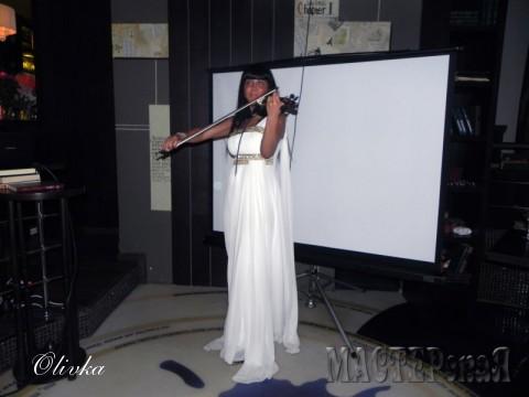 Девушка со скрипкой:)