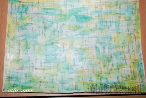 Эту бумагу делала пальчиковыми красками для детей,просто с увлечением мазюкала по бумаге,то одним цветом,то другим,бумага получилась с глянцем,потом гелевой ручкой нанесла такую штриховку.
